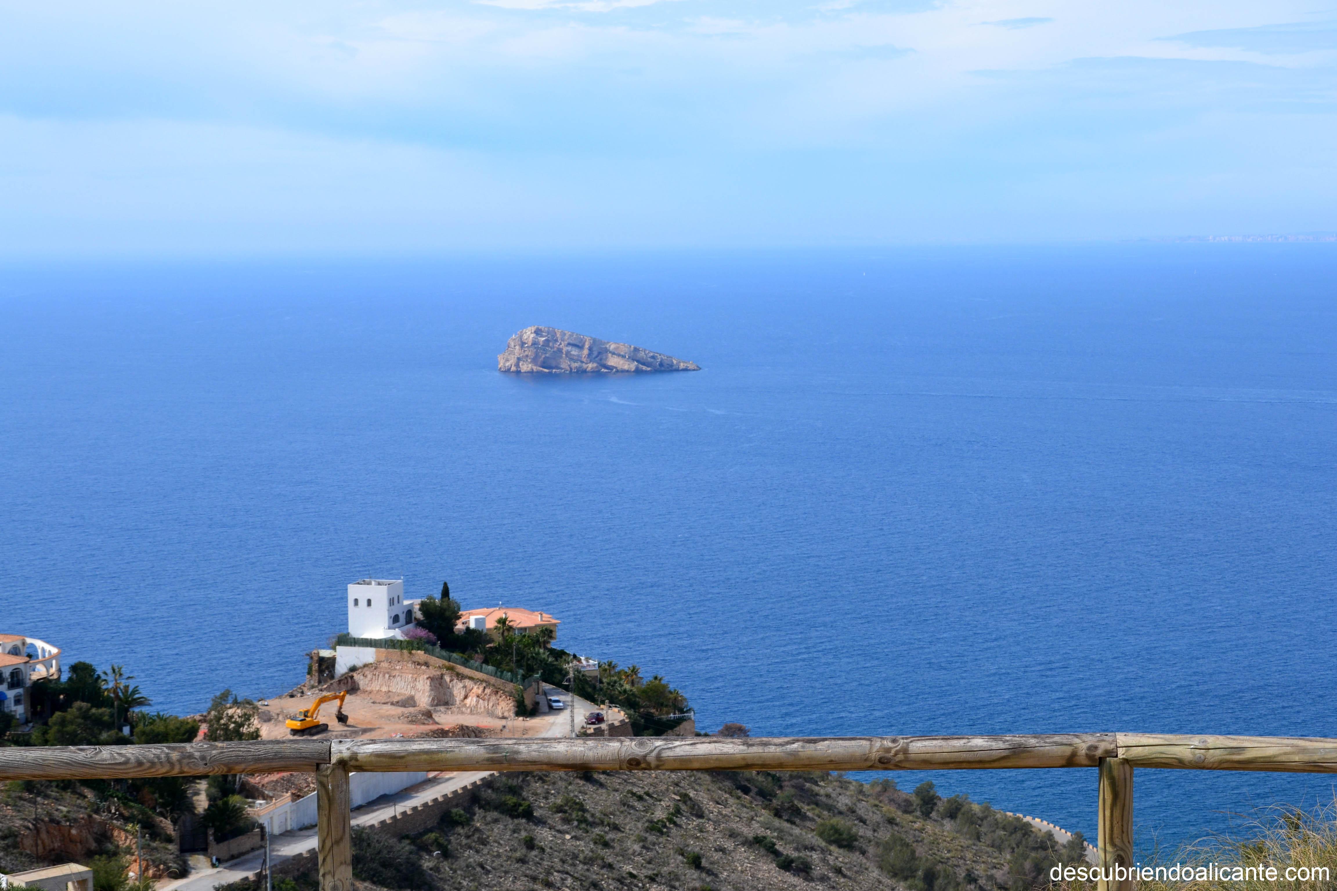 2-vistas-isla-desde-la-cruz-de-benidorm