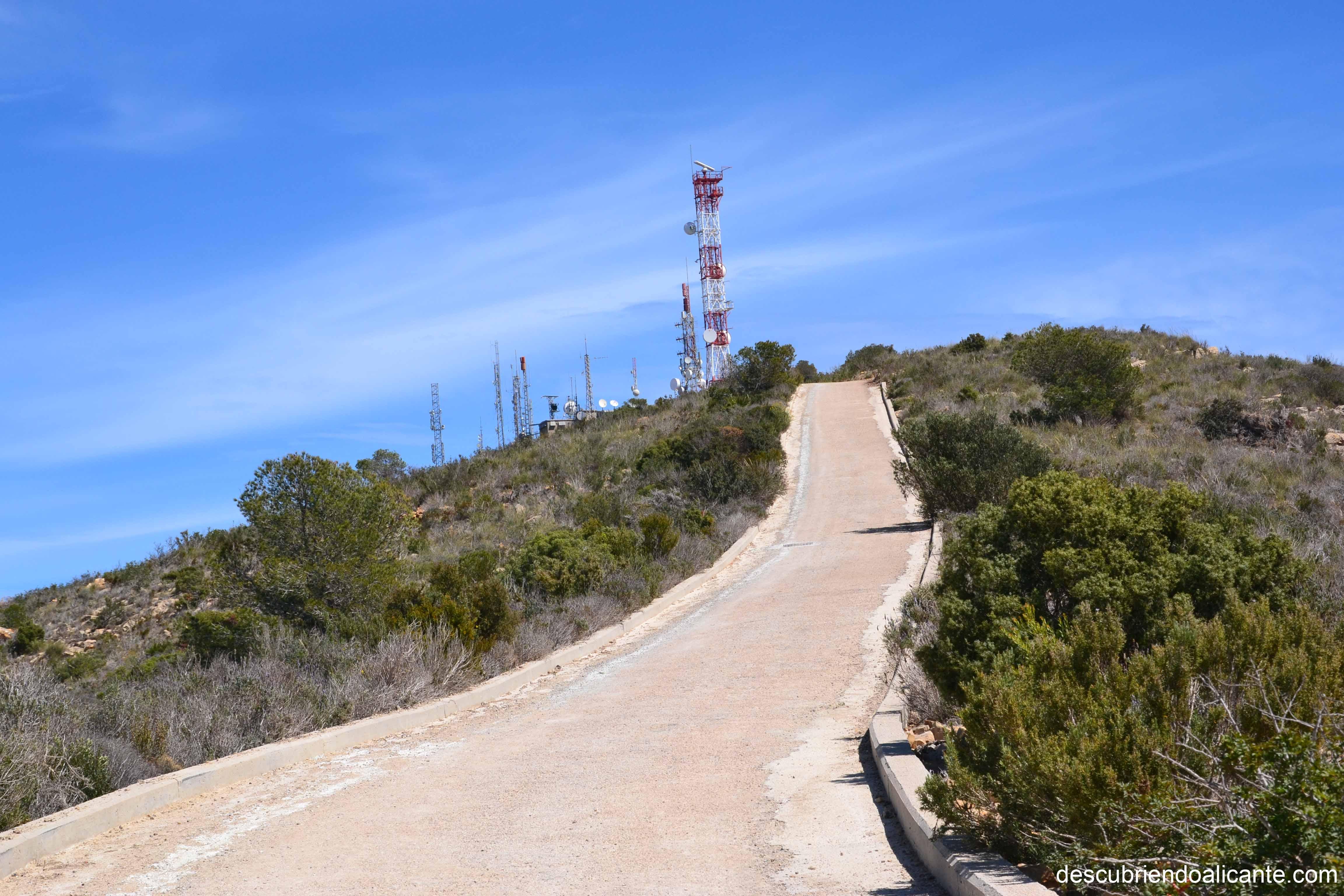 8-pista-asfaltada-hasta-antenas-serra-gelada