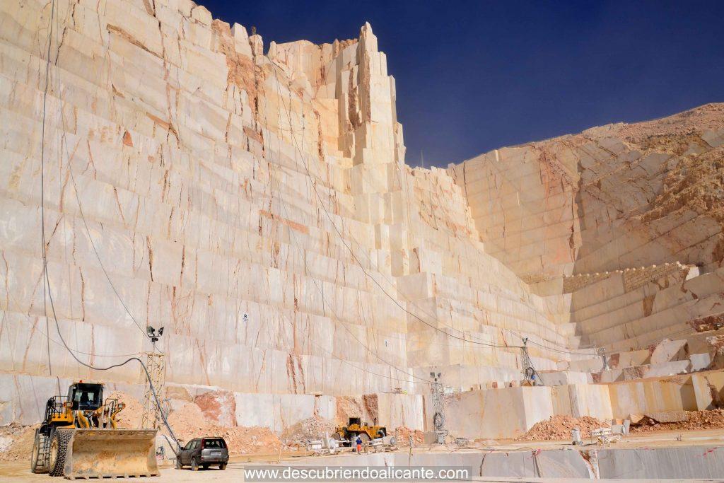 2-cantera-marmol-pinoso-mas-grande-europa-2