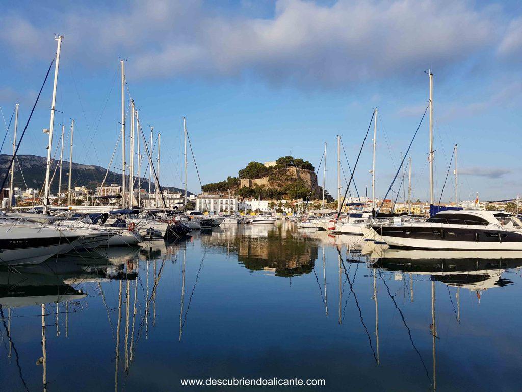 vistas al castillo desde el puerto deportivo