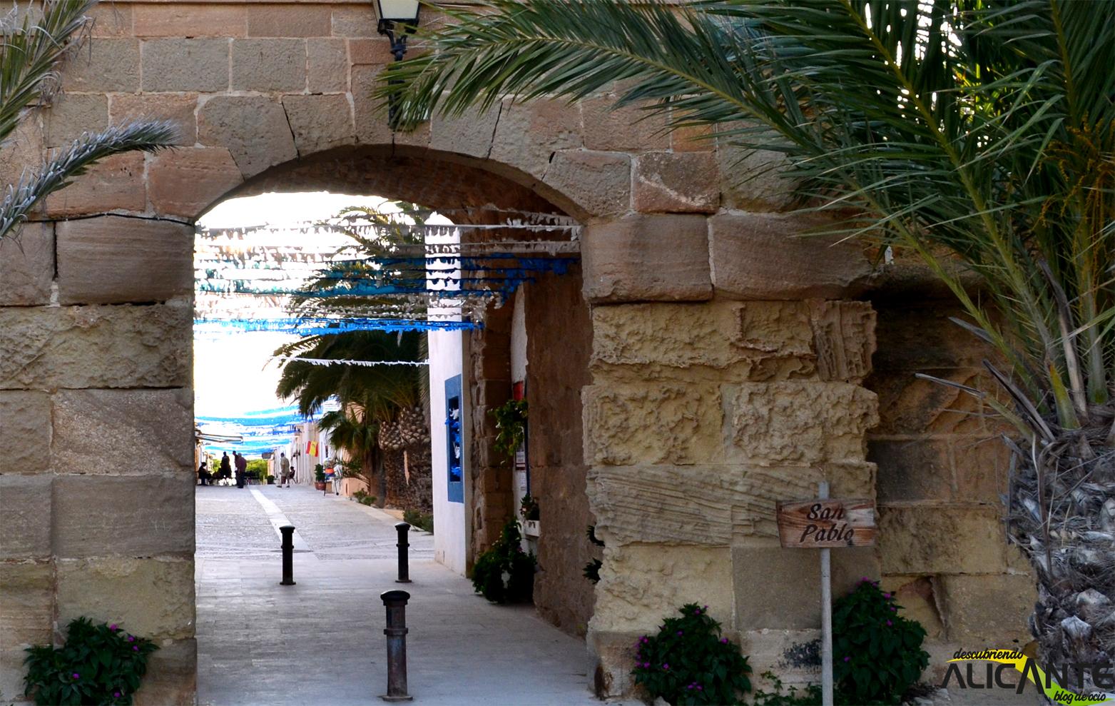 puerta-de-acceso-en-la-muralla-al-pueblo-de-tabarca
