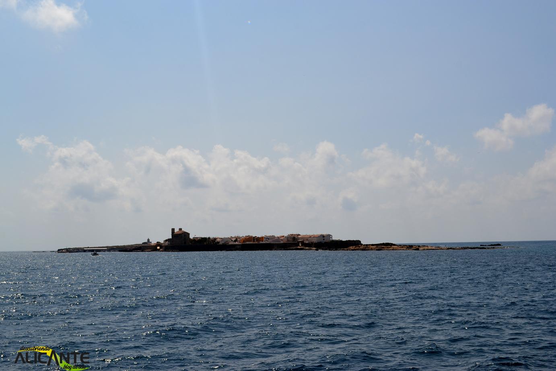 vistas-de-la-isla-de-tabarca-desde-el-catamaran