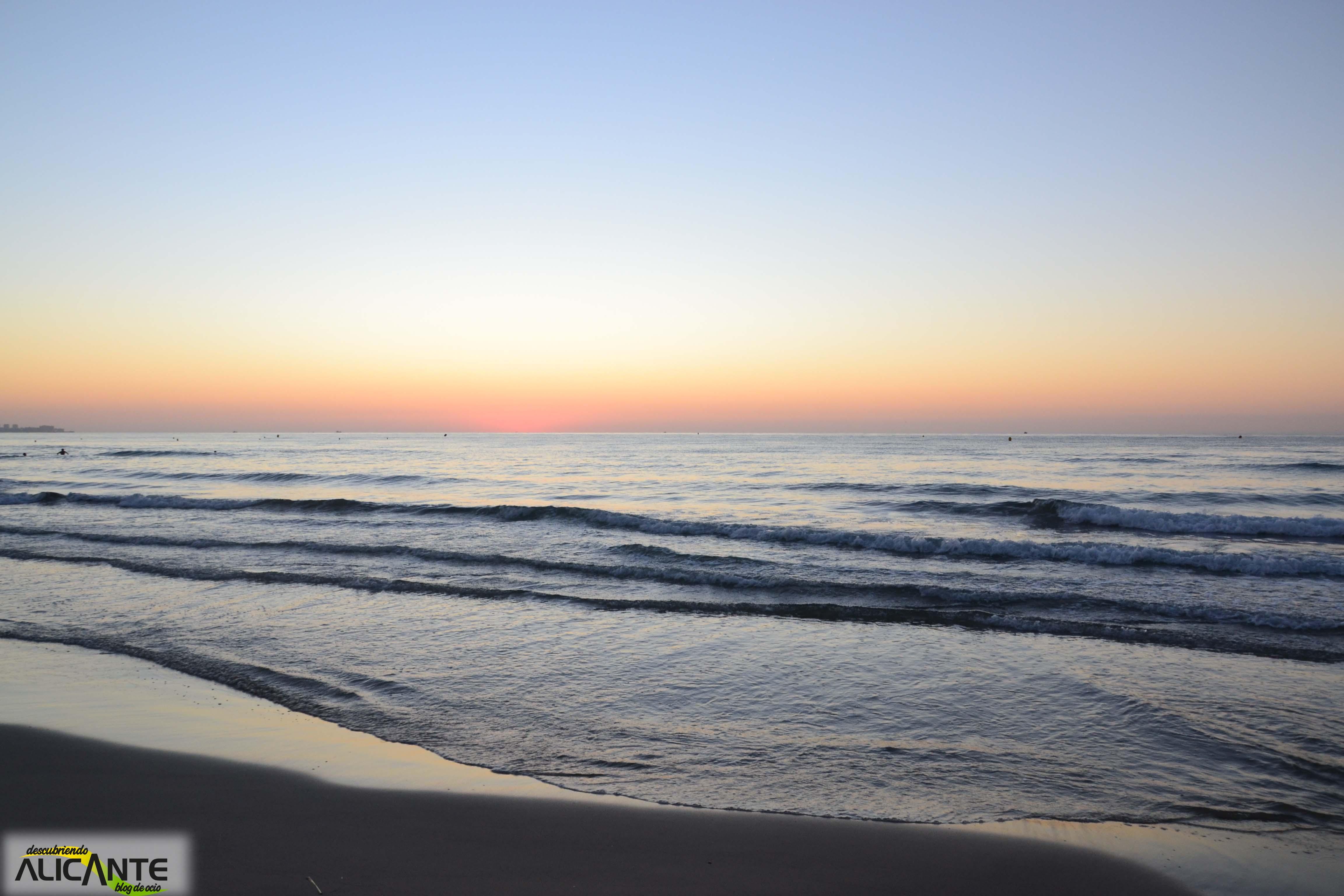 Amigos disfrutando de un dia de playa - 3 part 10