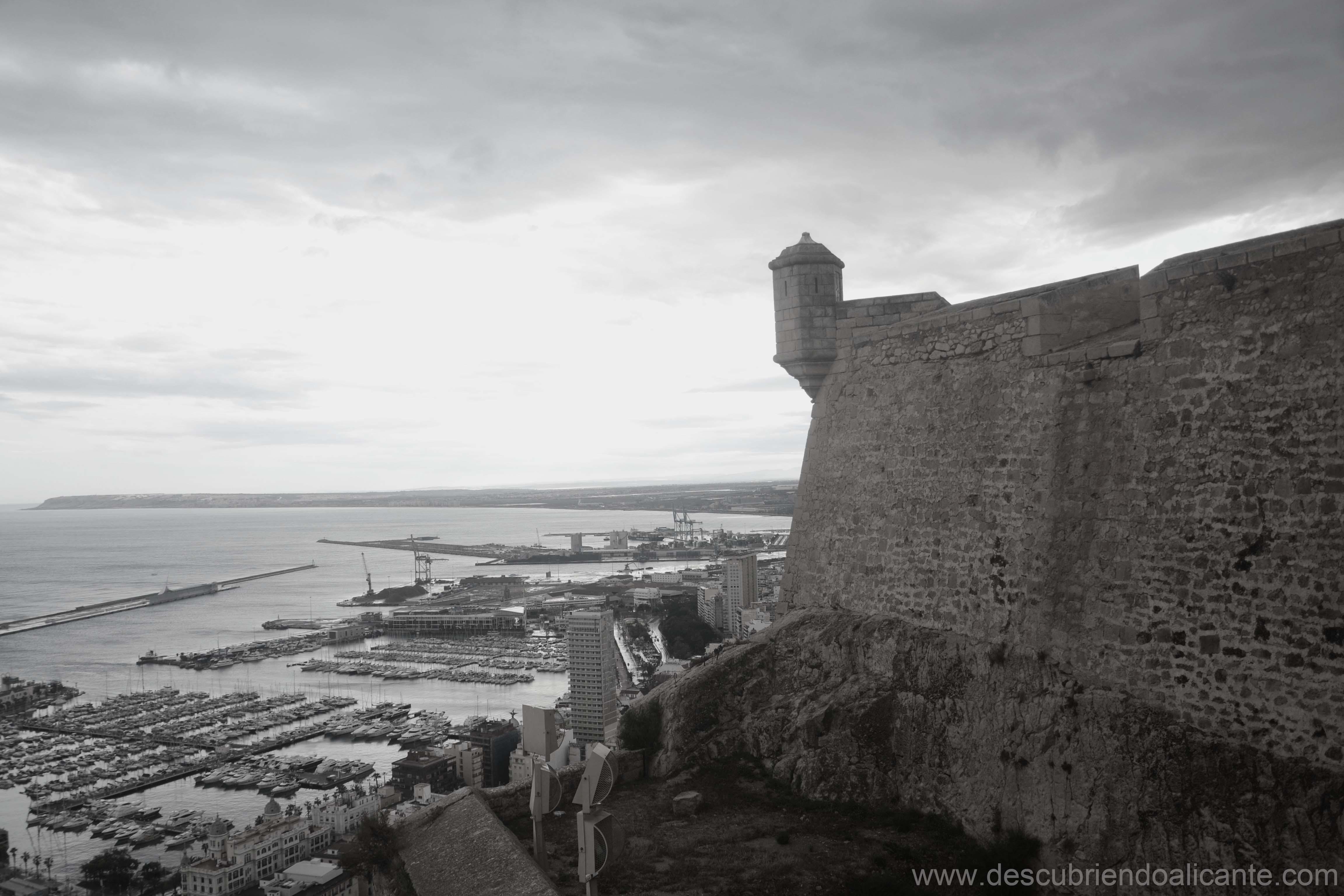 castillo-de-santa-barbara-blanco-y-negro-alicante