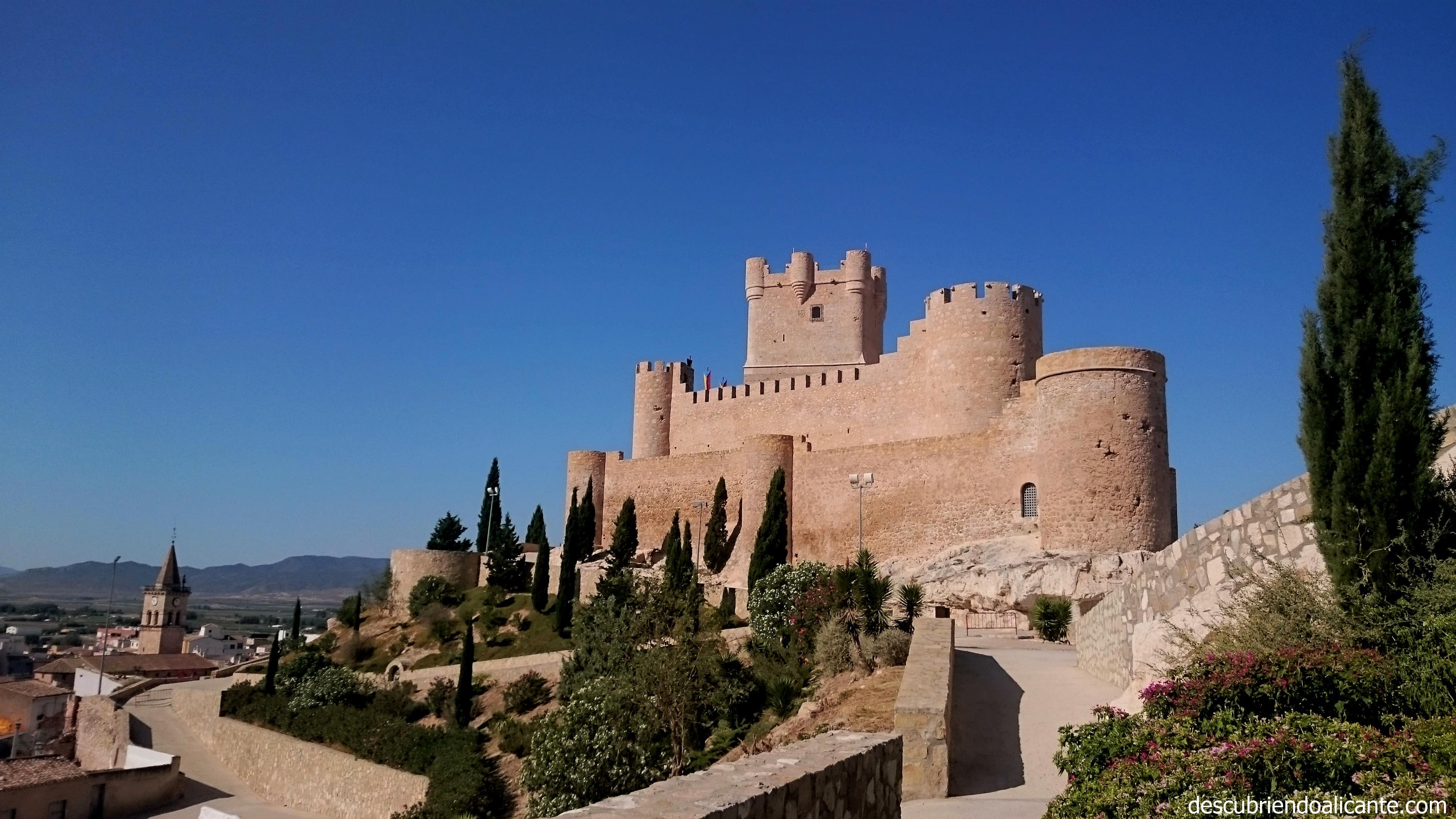 castillo-de-la-atalaya-villena