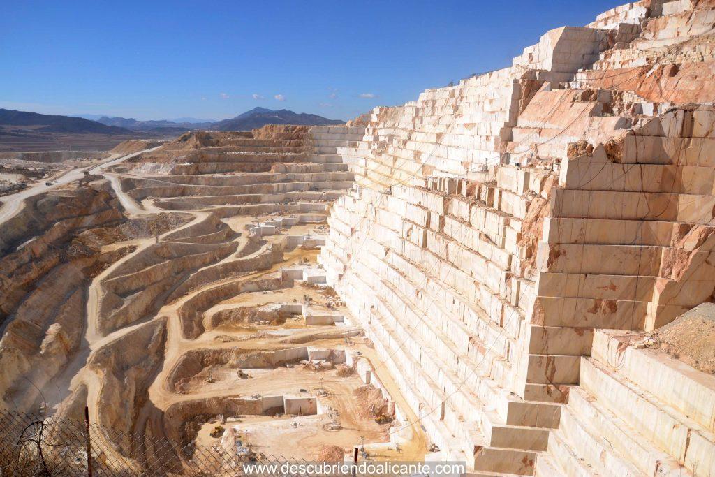 Cantera marmol pinoso, la más grande de europa